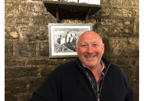 Olivier Guyot tijdens bezoek Vinami aan zijn wijndomein in de Cote-de-Nuits (Bourgogne)